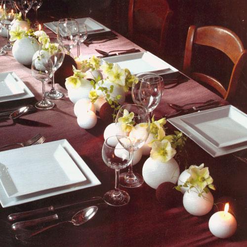 Украшение стола свечами и цветами